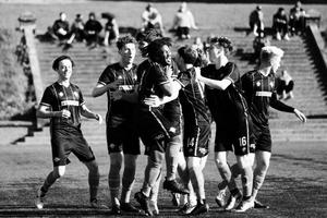 Unbridled joy as teammates celebrate Ashlen Stroud's (Olé Football Academy) equalising goal