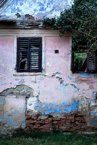 Pink & blue wall with broken shutters, Daia 2015
