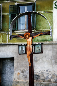 Roadside Crucifix against green, Mosna 2015