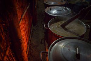 Se cocinará durante horas y días, la chicha de jora, la bebida ancestral, hecha de maíz, con la cual libarán toda la fiesta.