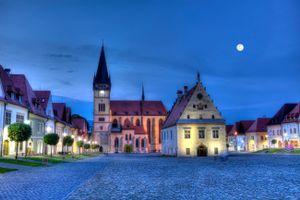 Vieille ville de Bardejov à la tombée de la nuit, Slovaquie