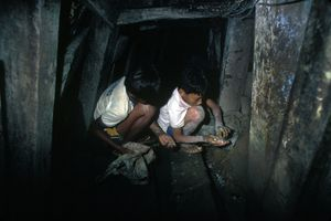 © 2014, Stephen Shames —Philippines. Gold mining.