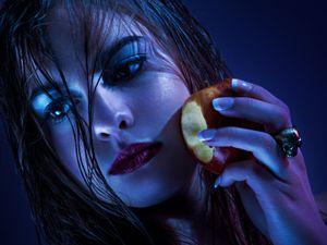 The poisoned apple