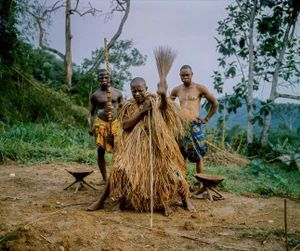 A priest chants in front of Lulingu's King Asani Keka Mbezi during a traditional ceremony. The RM are ethnically part of the Rega tribe, known for its intact traditions and witchcraft.  The arrival of colonial Belgian powers and its western missionaries wiped out most traditions in Congo. The remote locations of the Rega, however, allowed for the survival of their culture. © Diana Zeyneb Alhindawi