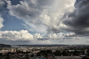 Monsonic clouds over the city of Altamira, which will be the most affected by the construction of the Belo Monte dam. © Dario Bosio/Parallelozero