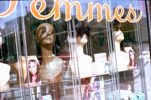 Femmes, Décarie Street, Montreal, 2010