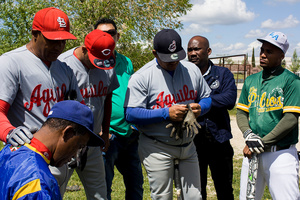 """""""Las Águilas"""" are concentrated just before starting the game against """"Pirates""""."""