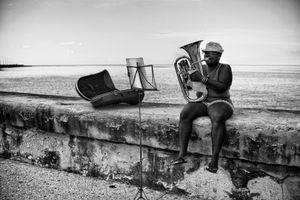 EN EL MALECON, LA HABANA, CUBA 31