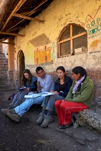 Gaelen Hayes, Julio Nina Cusiyupanqui, and Olivia Horwitz interview a local woman in the community of Pampacorral