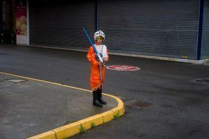 A kid dressed like a Star Wars rebe. Gijón. 2016