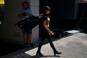 Batgirl walks under the look of a strange. Gijón. 2016