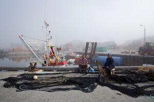 Fishermen pulling their lines, Aasiaat
