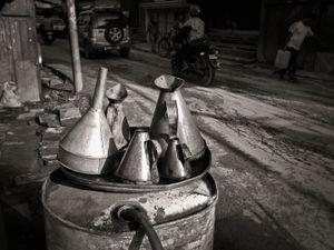 Oil cans, Naxal