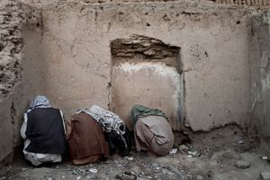 Afghans use heroin in the old city in Kabul, Afghanistan on August 18, 2009. © Adam Ferguson