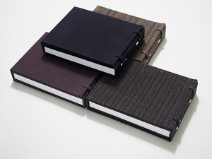 """The accordion-type first hand-made photobook """"Lost in Fukushima"""" with a case called """"Chitsu"""""""