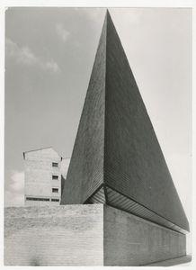 Iglesia y Centro parroquial Nuestra Senora de los Angeles, Vitoria, 1960 © Alberto Schommer, courtesy of Museo ICO and PHoto Espana