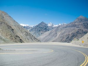 road between Mendoza (Agentina) and Santiago (Chile) © Rafael Dabul