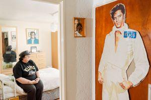 """Elvis superfan and spirit medium """"Polk Salad"""" Annie, Doncaster 2014"""