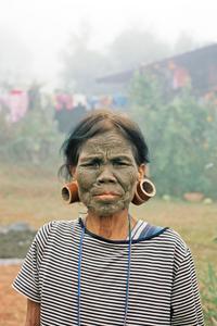 Les femmes aux visages tatouées _ Femme Daai