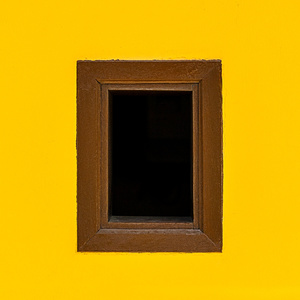 Inner void, framed. Vuoto all'interno, con la cornice.