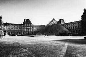 Cour Napoléon, Musée du Louvre.