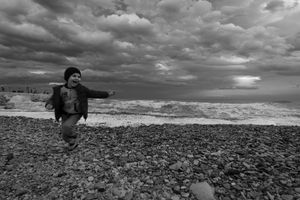 Matteo corre in spiaggia