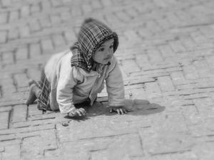 Noora Elkoussy Nepal Portrait_Crawling Baby