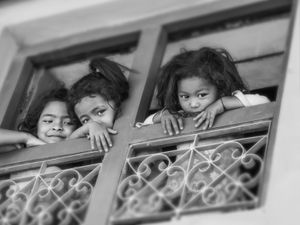 Noora Elkoussy Nepal Portrait_Balcony Girls