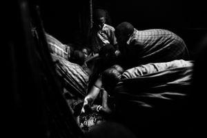 Six women were holding Nasirian because she was moving out of pain. © Meeri Koutaniemi
