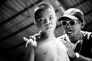 The coach shouts at a boy during the break of the fight. © Sandra Hoyn