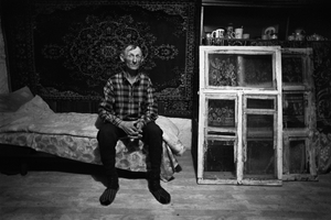 Portrait of Jurka Shutenko on the background of the carpet and remove the old windows