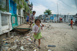 Navotas' public cemetery as a home and a playground to many children