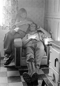 """Charlie and Alan, 1977. From the book """"Men/Women"""" © Tom Wood"""