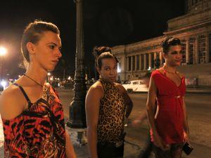 Walking at night, Havana © Mariette Allen