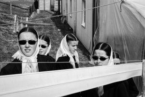 Five Amish Girls