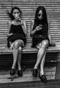 Colleaugues taking a break on the High Line in Manhattan - NYC.