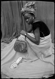 Untitled, 1952/55 © Seydou Keïta / SKPEAC / courtesy CAAC - The Pigozzi Collection, Geneva
