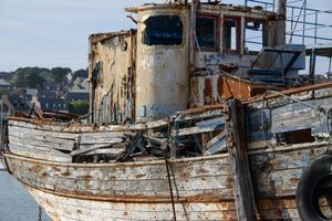 GHOST BOAT OLD BLUE