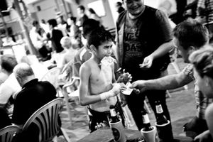 After the boxing match the winner goes around and collects money from tourists. But he is not allowed to keep the money, most of it takes the coach. © Sandra Hoyn