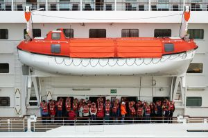 KREUZFAHRER - Rettungsboot II | cruise ship - lifeboat II