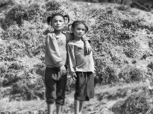 Noora Elkoussy Nepal Portrait_Sisters