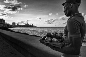EN EL MALECON, LA HABANA, CUBA 15