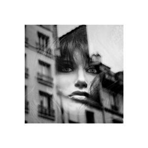 portrait de femme dans la ville - réflexion/reflection 8