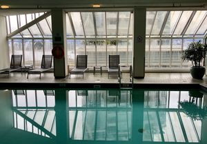 Pool, Pinnacle Hotel, Vancouver Harbor