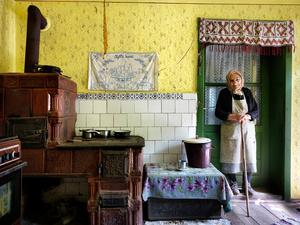 Maria in her canary yellow kitchen, Saschiz 2015