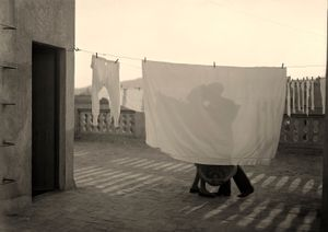 The Kiss © Arissa Archive, Fundacion Telefonica