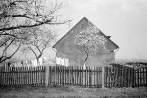 Zofia Rydet, Sociological Record, Silesia, Kleszczów, 1984. Houses cycle © Zofia Augustynska-Martyniak
