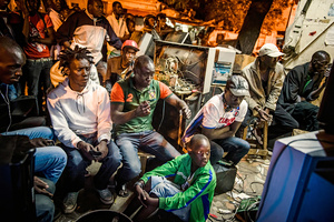 At a public viewing in Dakar, the audience pursues the fight tensely on April 21, 2015.