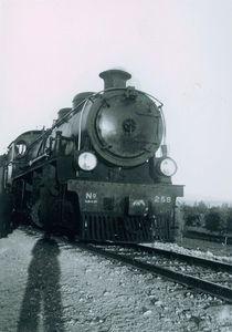 Locomotive used to pull railway wagons — Rusaifa phosphate mines, 1939 © Arab Image Foundatio, courtesy of the Image Festival Amman