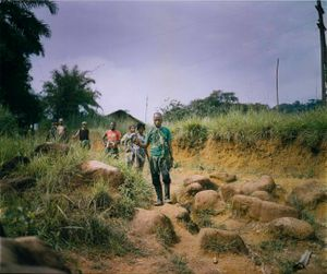 Raia Mutomboki soldiers patrol the Lulingu area. Their campaigns have been largely successful in driving out the Interahamwe, establishing security over large swaths of territory and thus gaining widespread support from ordinary citizens. © Diana Zeyneb Alhindawi